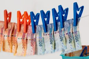 money laundering steve buissinne auf pixabay